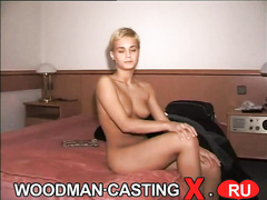 Белокурая шлюшка трахается на порно кастинге
