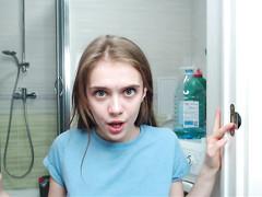 Миленькая развратница с сантехником в ванной развлеклась