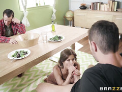 Зрелая жена начинает сосать хуй любовника ещё в присутствии мужа