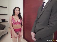 Милфа в красном белье соблазняет бизнесмена после дрочки