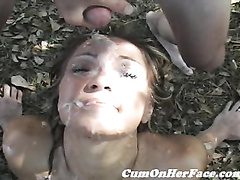 Групповой секс на природе и сперма на лице